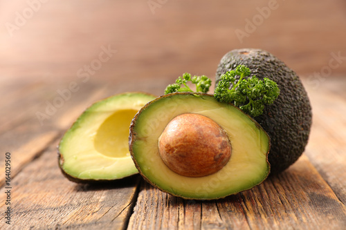 avocado kaufen sie dieses foto und finden sie hnliche bilder auf adobe stock adobe stock. Black Bedroom Furniture Sets. Home Design Ideas