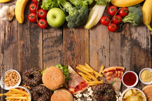 Fotomural junk food or health food concept
