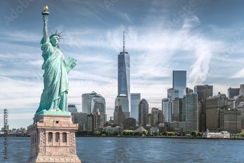 Photo The statue of Liberty with World Trade Center background, Landmarks of New York
