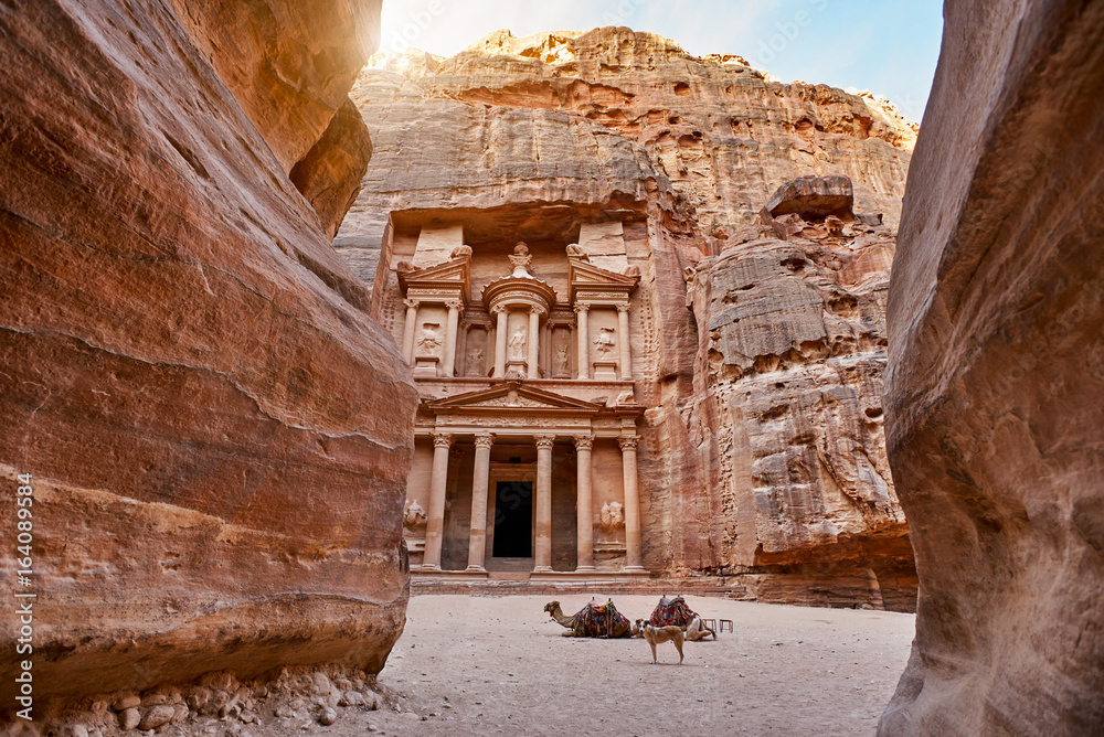 Fototapety, obrazy: The temple-mausoleum of Al Khazneh in the ancient city of Petra in Jordan