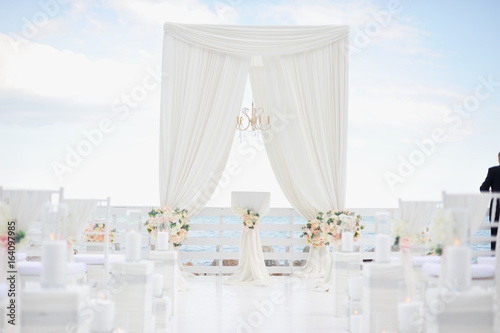 Luxury Wedding Decorations With Gentle Rose And White Tones White