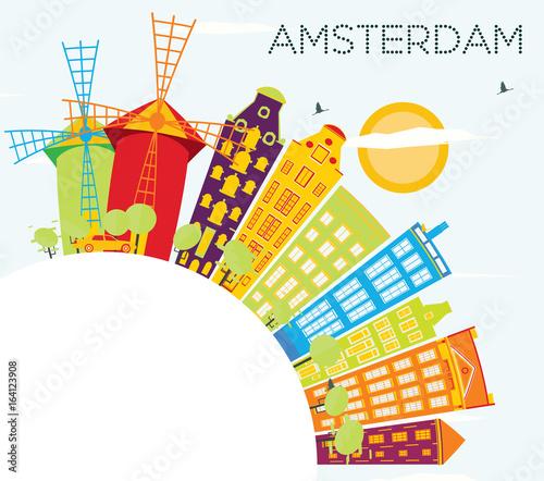Amsterdam Skyline z kolorowymi budynkami, błękitne niebo i kopia przestrzeń.