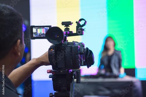 Female Vlogger Recording Broadcas Tablou Canvas