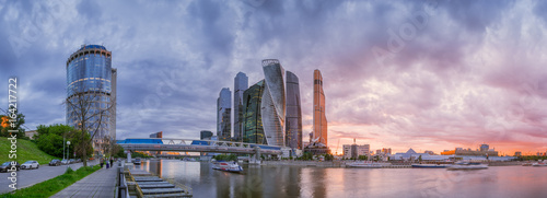 Poster Abou Dabi Panoramic view of Moscow-city cloudy evening