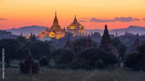 Fotomural Pagoda in twilight at Bagan, Myanmar