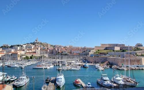 Tuinposter Schip mucem et Vieux port de Marseille vu depuis le fort Saint-Jean