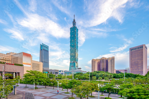фотография  skyline of taipei city with 101 tower