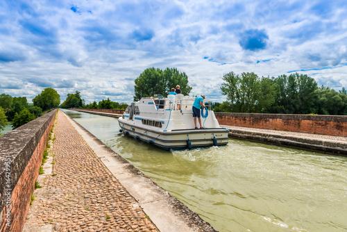 Obraz na plátně Pont Canal à Moissac, Tarn et Garonne en Occitanie, France