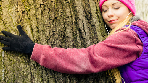 Fotografie, Obraz  Woman wearing sportswear hugging tree