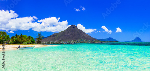 Spoed Foto op Canvas Eiland Beautiful Mauritius island with gorgeous beach Flic en flac