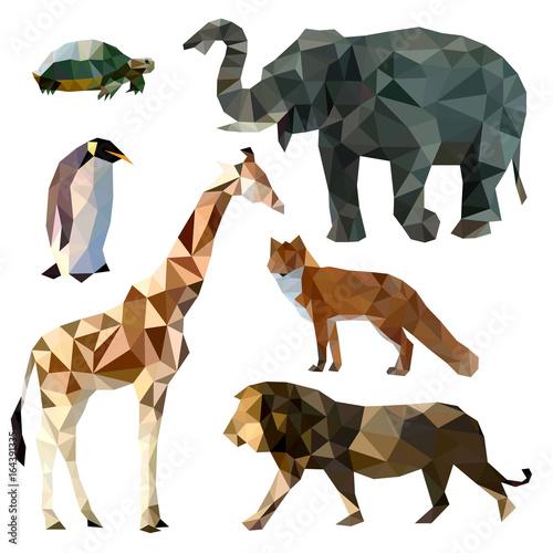 Photo  Vector set of different animals, polygonal icons, low poly illustration, fox, li