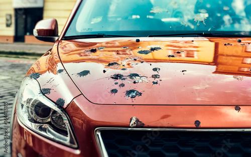 Obraz Car Covered in Bird Droppings - fototapety do salonu