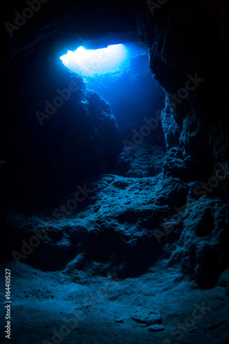 Fototapety, obrazy: Exit of Underwater Cave