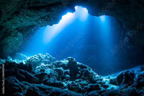 Canvastavla Sun Light into the Underwater Cave