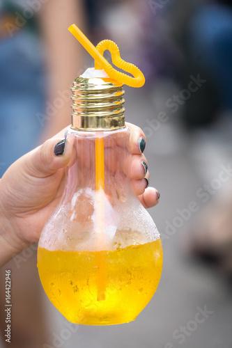 Fotografie, Obraz  電球型ボトル入りジュース
