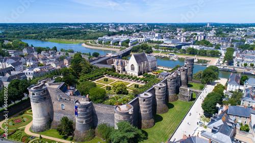 Papiers peints Con. ancienne Le château des ducs d'Anjou sur la rive de la Maine, à Angers