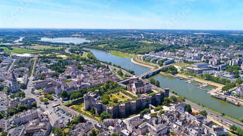 Obraz na płótnie Antena panorama na brzegach Maine i zamku Angers we Francji