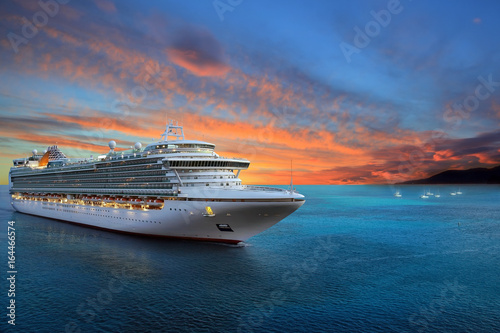 Luxury cruise ship sailing to port on sunrise Fototapet