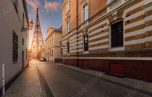 Obraz Kolegium uliczne w Gliwicach i Radiostacja - fototapety do salonu