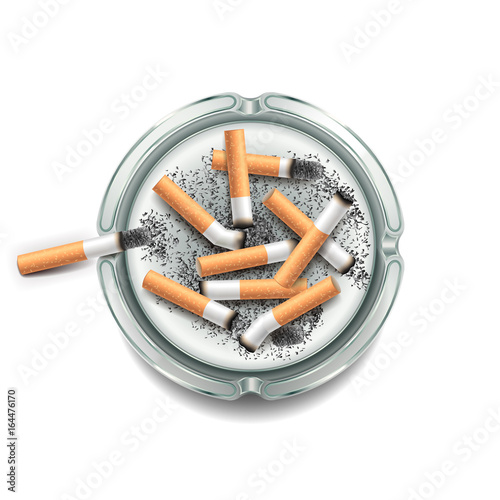 Photo Ashtray with cigarettes isolated on white vector