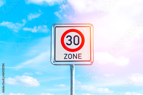 Fotografía  Speed limit sign to 30 in the suburbs