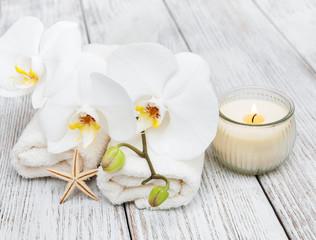 Obraz na płótnie Canvas Spa towel with orchids