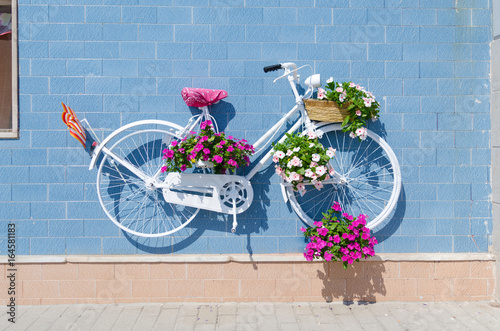 Photo sur Toile Velo vintage bicycle with flower decoration
