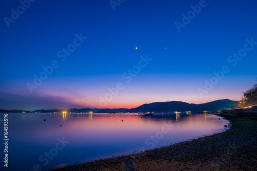 Fototapeta 瀬戸内海の夕日と月と金星