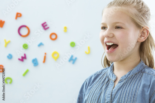 Fotomural Girl in speech therapy office
