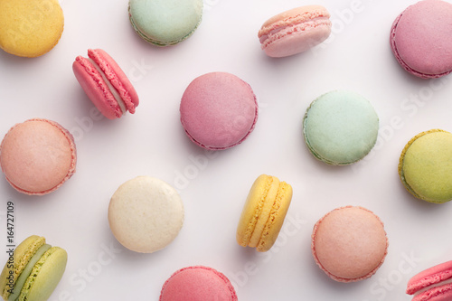 Staande foto Macarons Macarons pattern on white background. Colorful french desserts. Top view