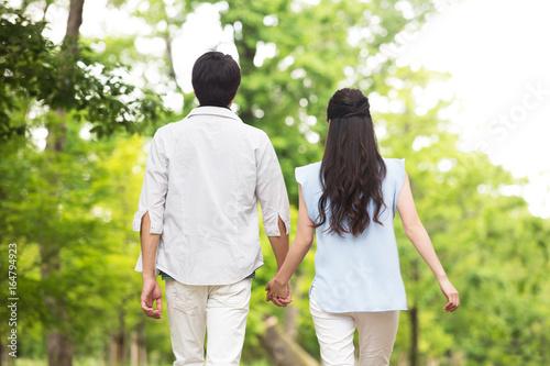 並んで歩く夫婦 Fototapet