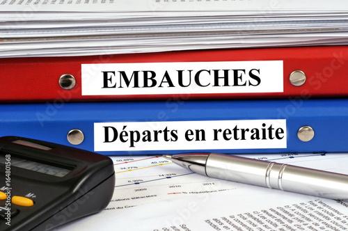 Photo  Dossiers embauches et départs en retraite