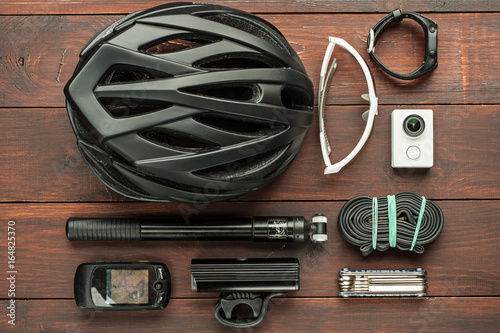 Foto op Plexiglas Fietsen old used cycling accessories on wooden table