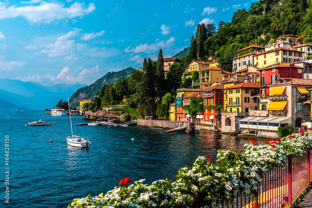 Fototapety, obrazy: Varenna, small town on lake Como, Italy
