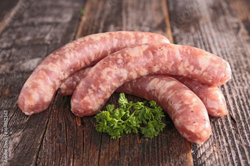 Foto raw sausage