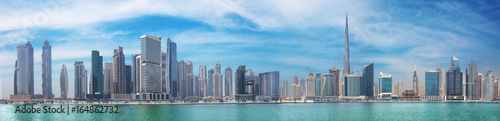 Poster Batiment Urbain DUBAI, UAE - MARCH 29, 2017: The panorama with the new Canal and skyscrapers of Downtown.
