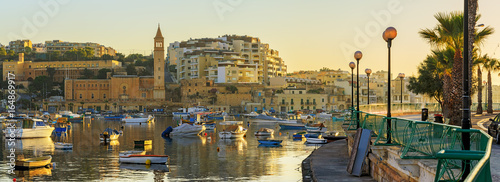 Poster de jardin Europe Méditérranéenne View to marina with boats from waterfront in the morning, Malta