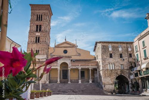 Valokuvatapetti La chiesa di San Cesareo è il duomo di Terracina