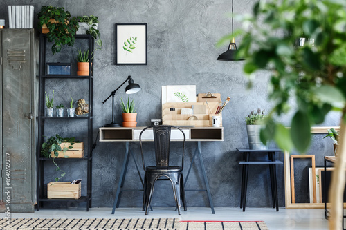 Foto  Artistic botanical office room interior