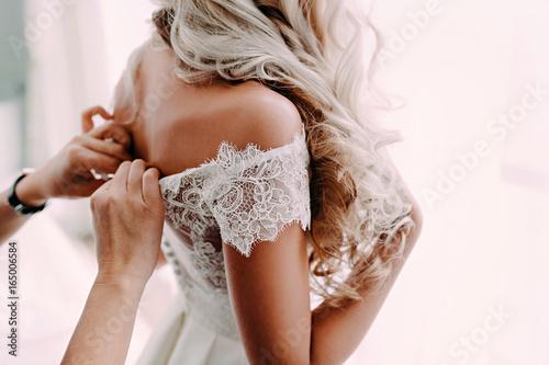 Fotografía  Gorgeous, blonde bride in white luxury dress is getting ready for wedding