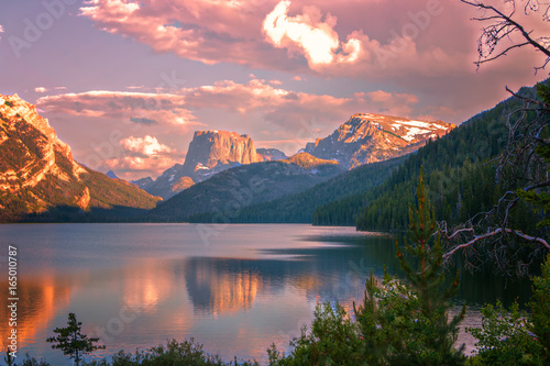 Keuken foto achterwand Lavendel Sunset glow on Square Top Mountain above the Green River Lakes, Bridger National Forest, Wyoming