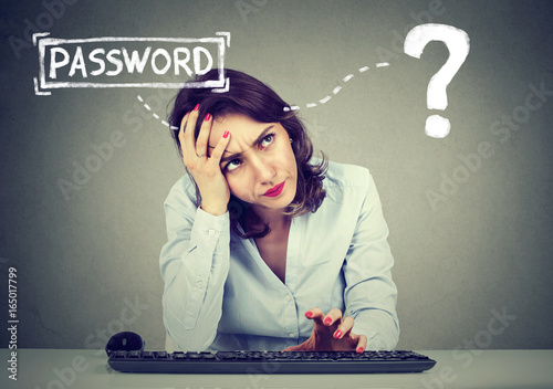 Fotografía  Desperate woman trying to log into her computer forgot password