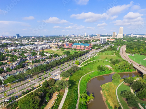 Photo Aerial view west-central area in Houston from Buffalo Bayou Park