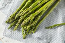 Raw Green Organic Asparagus Spears
