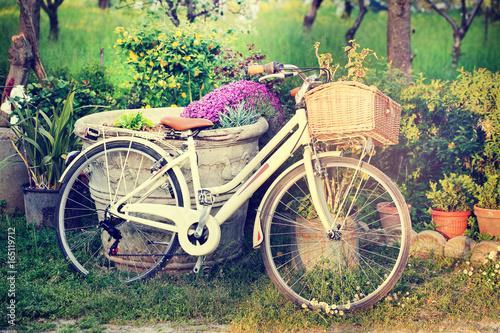 Türaufkleber Fahrrad women's bicycles and flower vases