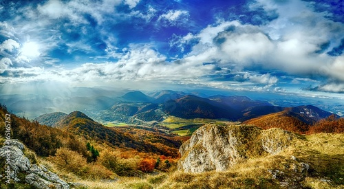 Photo  Landscape panorama with beautiful blue sky and sunny glow in slowakia