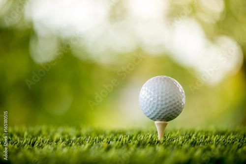 Poster Golf golf ball on tee