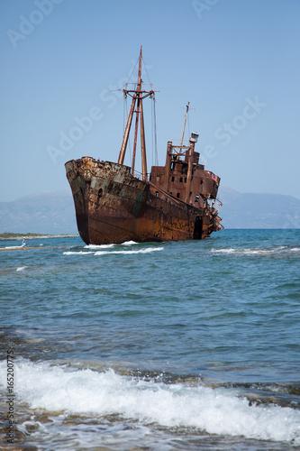 Foto op Canvas Schipbreuk aufgelaufenes verrostetes Schiffswrack