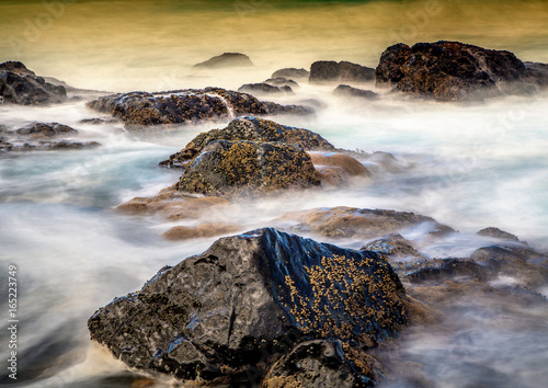Fotografie, Obraz  Long time exposure of waves around rocks at the Wild Coast at the Indian Ocean i