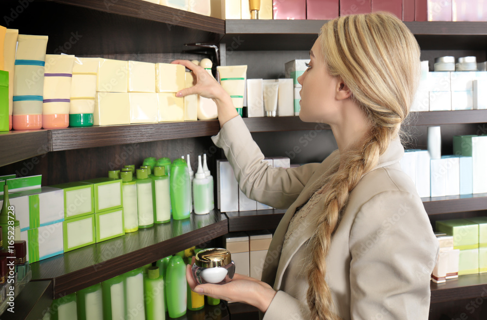 Fototapety, obrazy: Beautiful young woman in beauty store